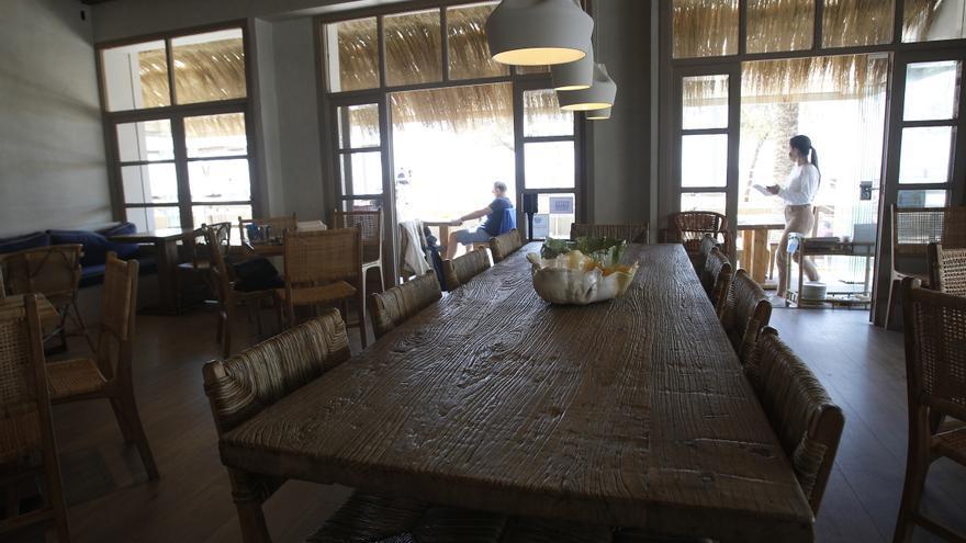 ¿Se debería exigir el certificado covid en la Región para entrar a bares y restaurantes?