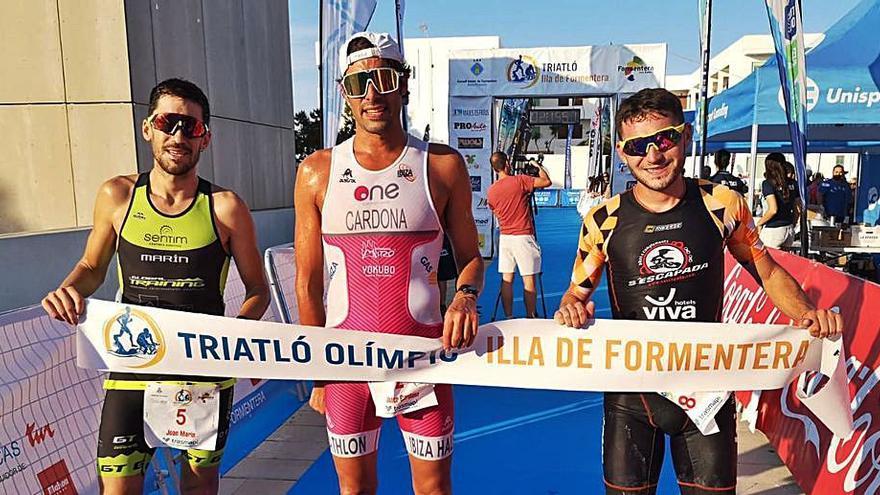 Irati Matas y Javier Cardona ganan el Autonómico de triatlón en Formentera