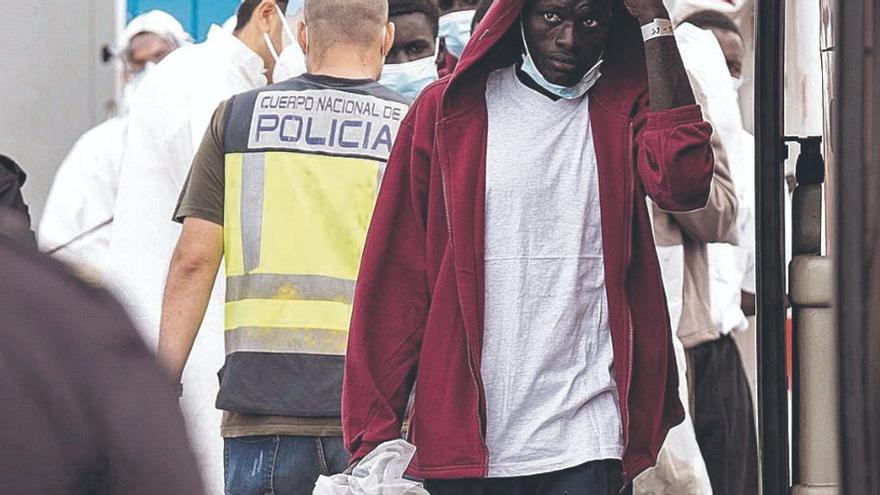 """Marlaska tacha de """"xenofobia"""" vincular la inmigración con la pandemia"""