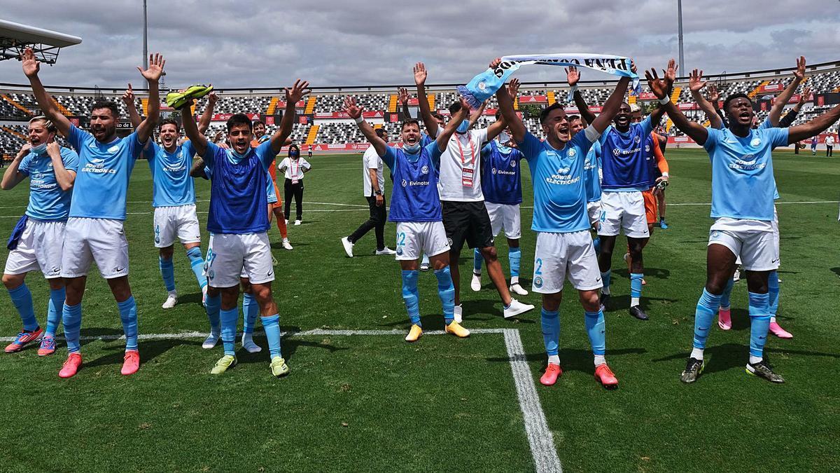Los jugadores del Ibiza celebran su pase a la final después de eliminar al Castilla en un choque que acabó 0-0.