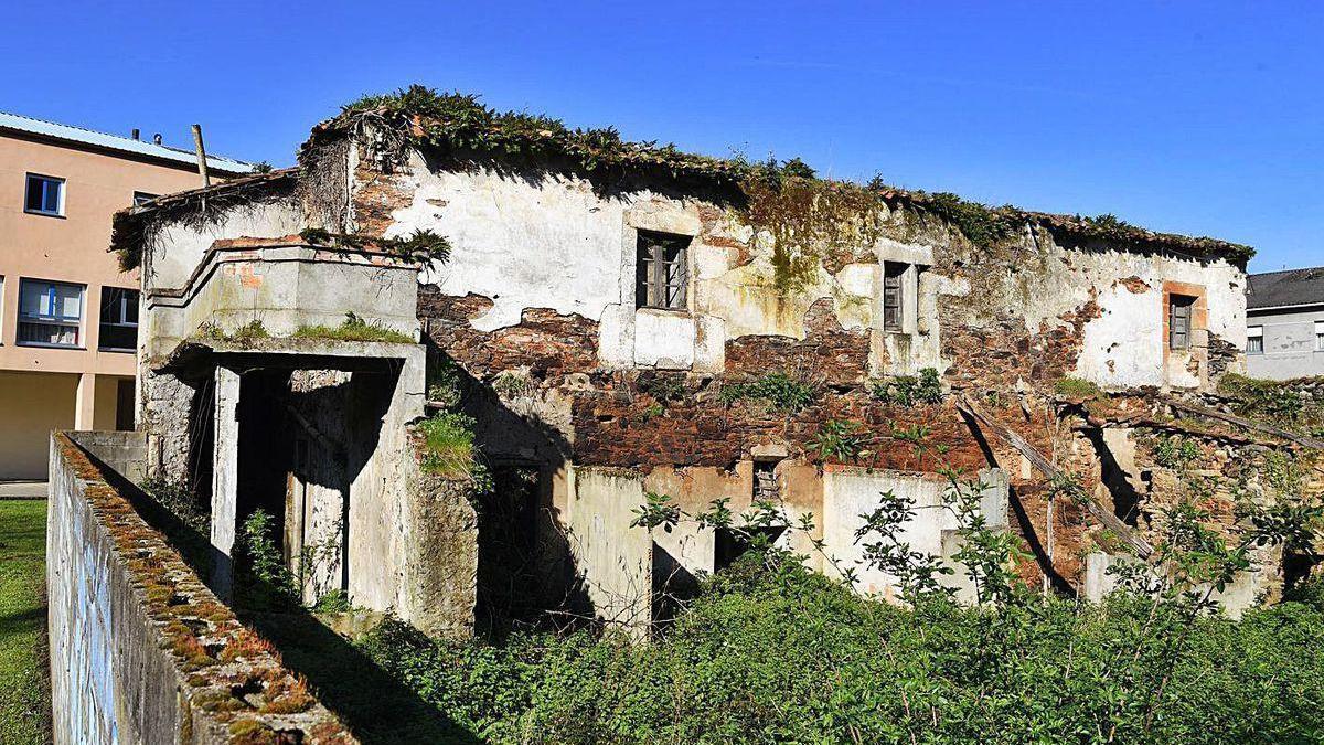 Vista de los restos del Convento das Donas, en Betanzos.