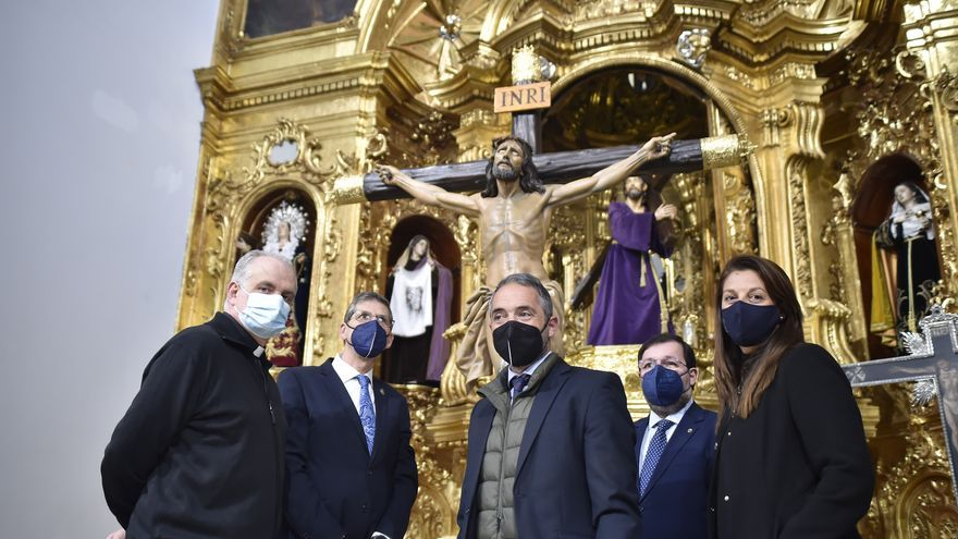 El Cristo de la Agonía regresa a la capilla marraja tras ser restaurado