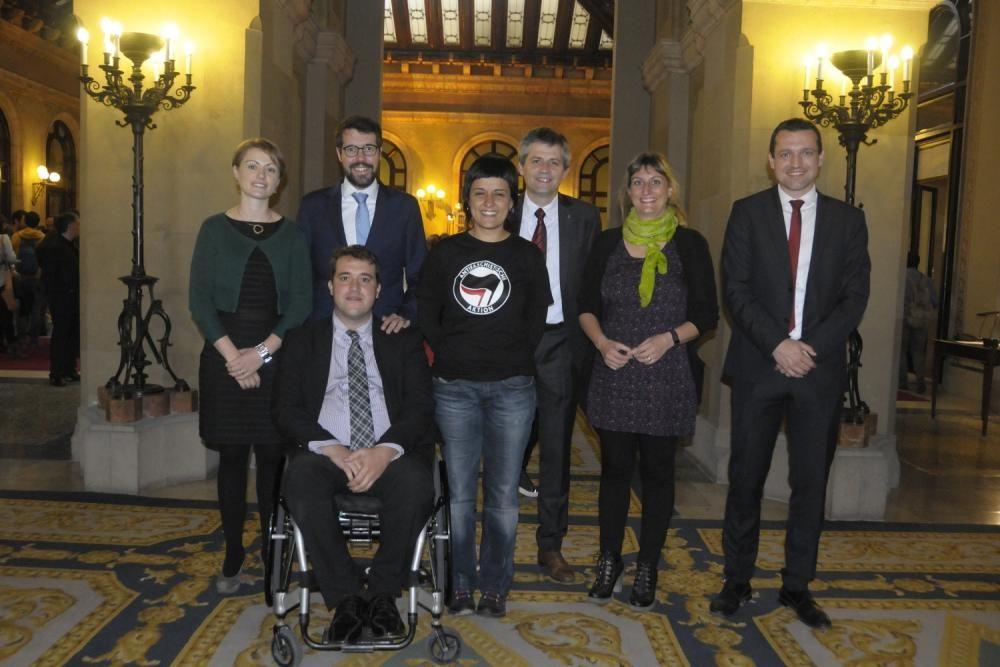 Els diputats de la Catalunya Central posen junts a l'hemicicle