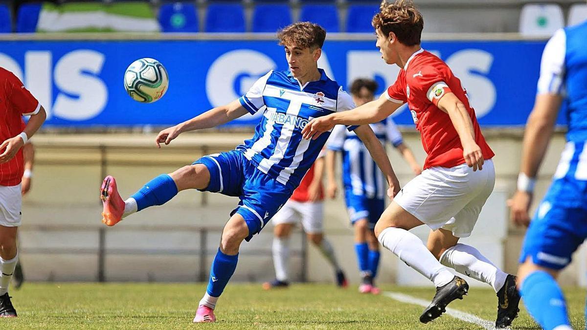 Noel López de la Fuente en un partido anterior con el Deportivo Juvenil A | . // RC DEPORTIVO