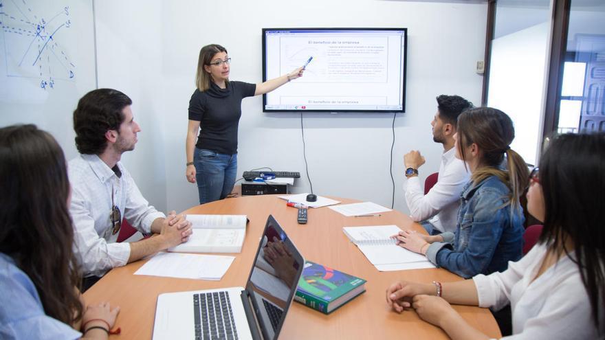 Los grados en ADE y Relaciones Laborales de la UCAM avalan el futuro de sus estudiantes