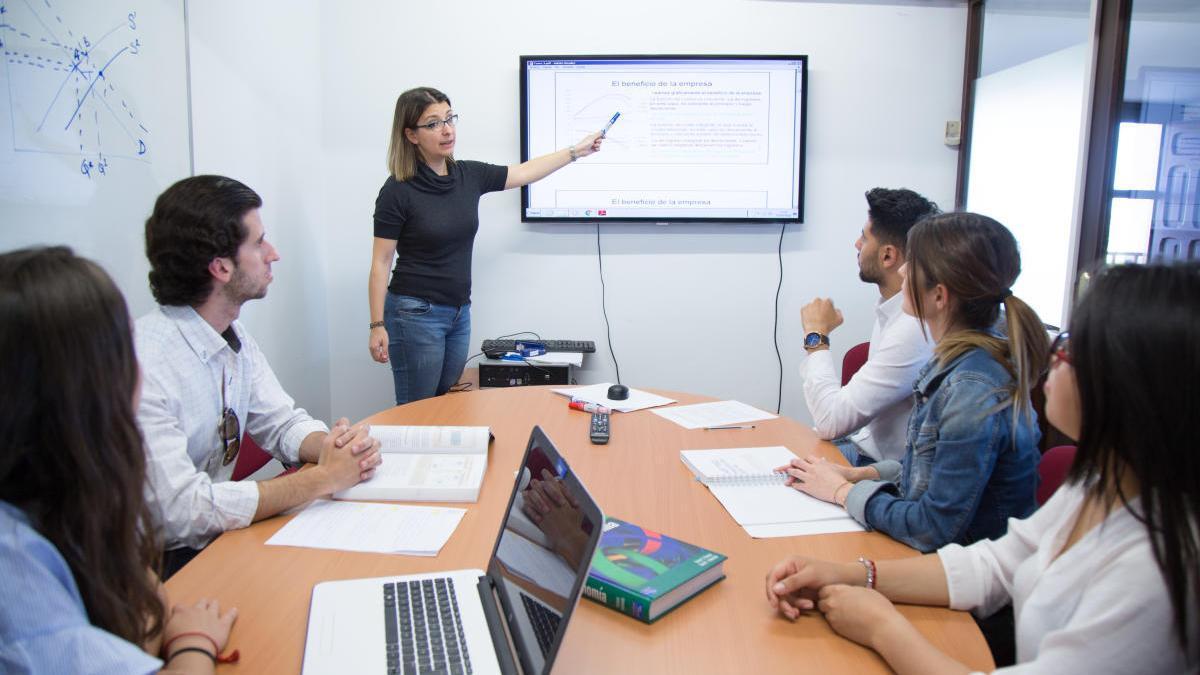El Grado en ADE de la UCAM se puede estudiar tanto en inglés como en español.