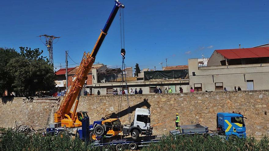 Un millón de euros, la factura por retirar el camión del Segura