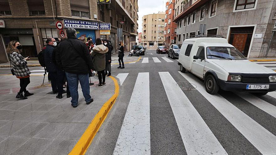 Refuerzan la seguridad en la calle Ángel tras contabilizar el paso de 10.000 vehículos al día