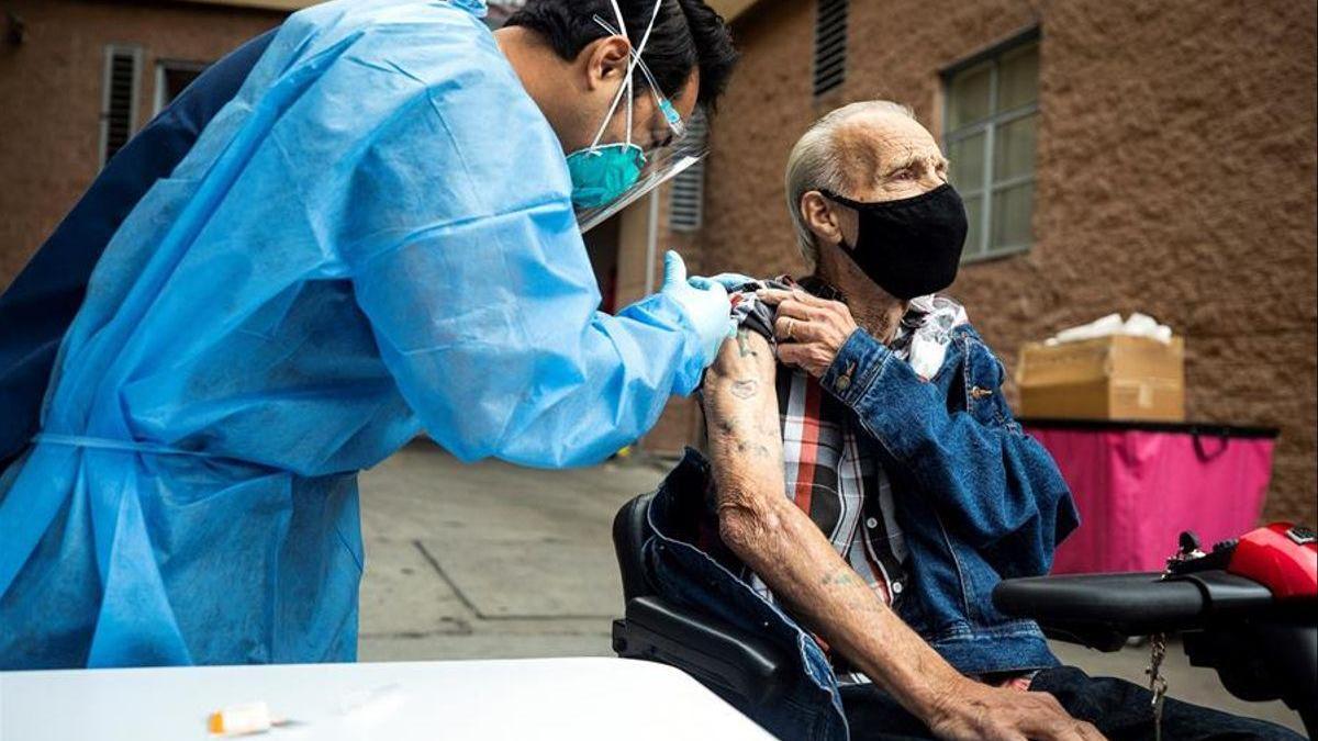 Más de 20 millones de británicos han recibido ya la primera dosis de vacuna contra el covid