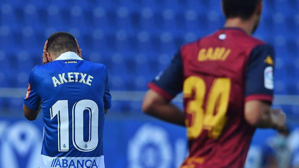 Aketxe se lamenta en el partido contra el Extremadura.