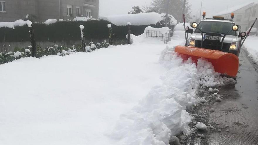 Nieve y hielo crean problemas en Becerreá y Pedrafita