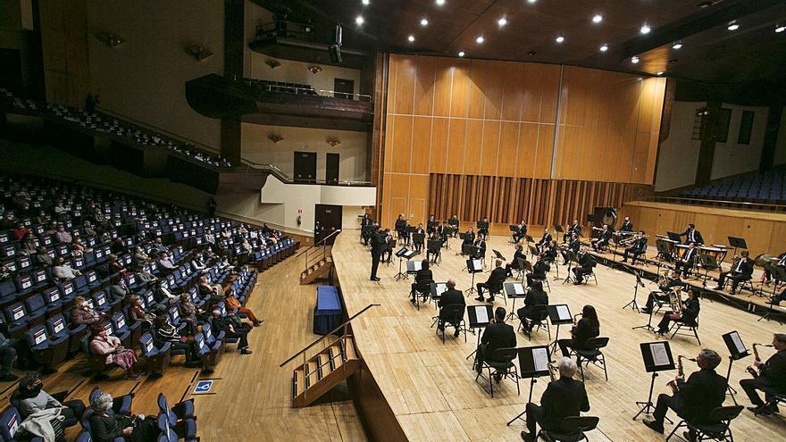 Tono operístico y melodías de Gershwin con la banda municipal
