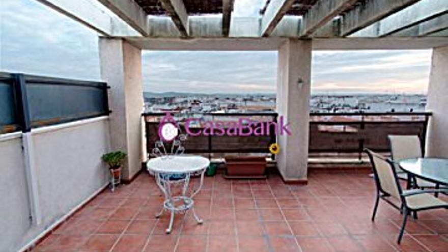 185.000 € Venta de ático en Córdoba (centro) 83 m2, 2 habitaciones, 2 baños, 2.229 €/m2...