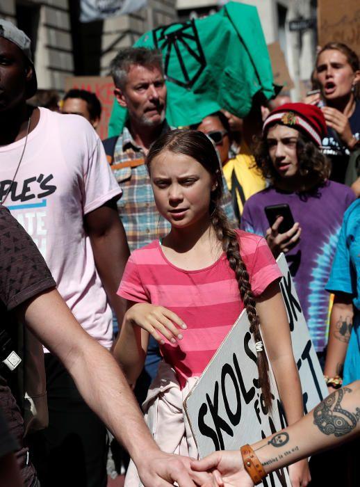 Miles de jóvenes se manifiestan en Nueva York contra el cambio climático.