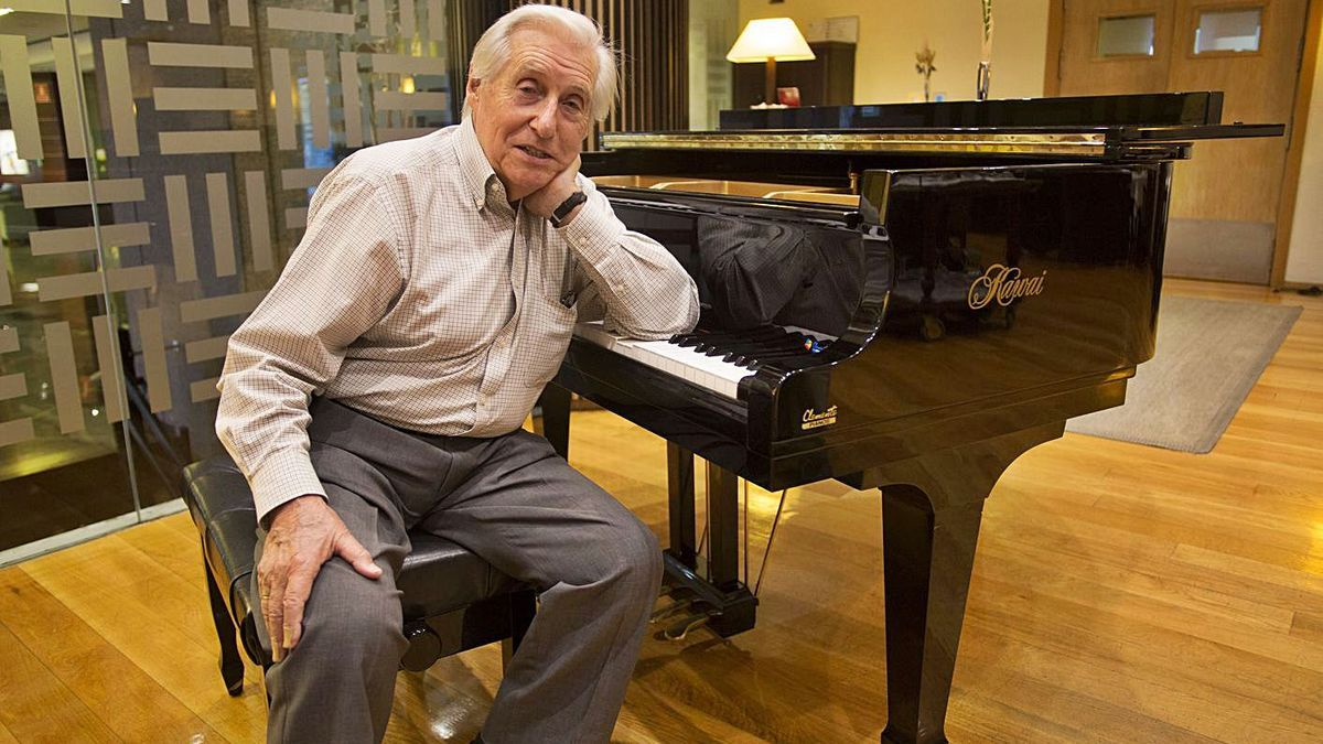 El pianista Joaquin Achúcarro, president del jurat. | FERNANDO BUSTAMANTE