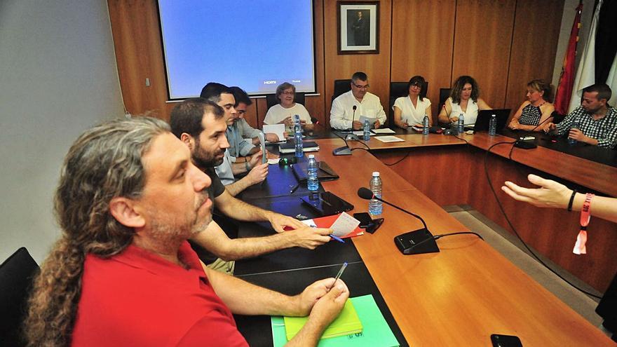 Somos y PSOE cargan contra David Castro por no condenar los ataques a un concejal