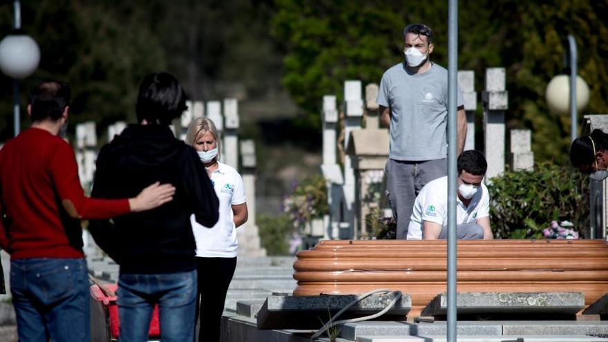 El INE suma 44.000 muertes más de las esperadas