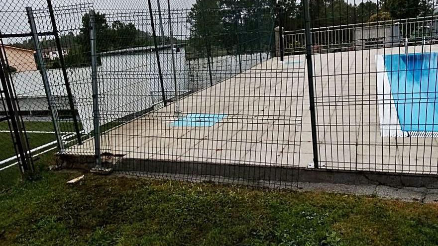 Daños por actos vandálicos en las piscinas de Agolada