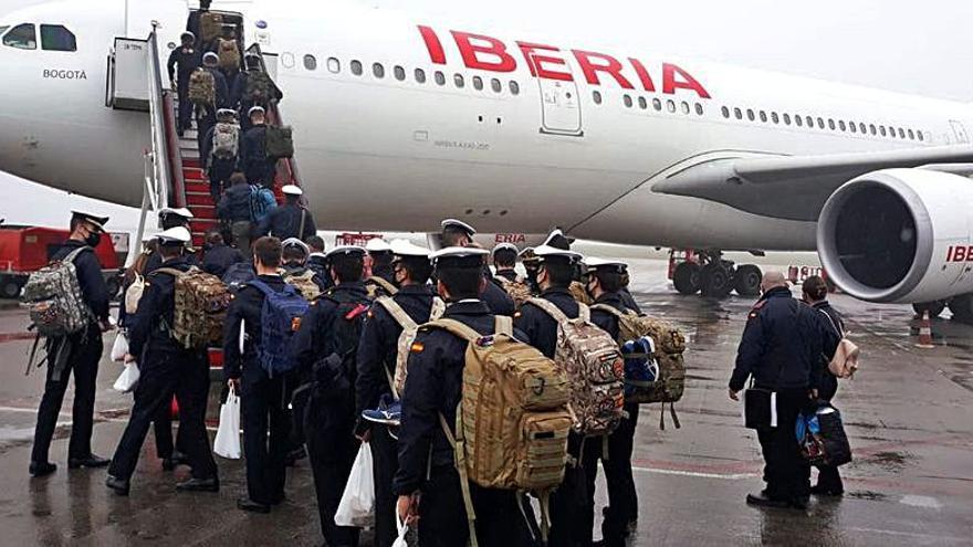 Guardiamarinas del Elcano, en vuelo directo de Peinador a Latinoamérica