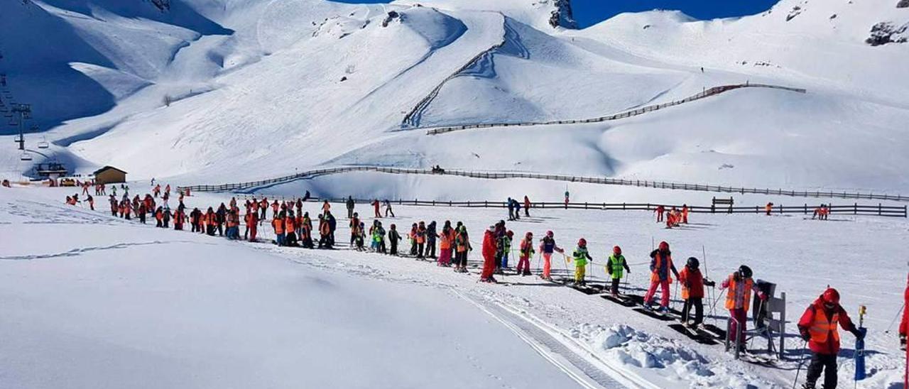 La estación de Fuentes de Invierno, la pasada temporada, con sus pistas repletas de nieve.
