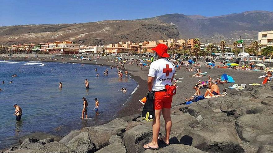 Cruz Roja atiende 5.021 servicios veraniegos en las costas canarias