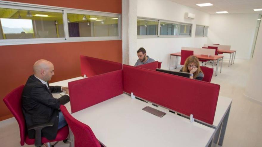 El coworking de Calonge s'omple durant l'estiu i l'Ajuntament obre una nova sala