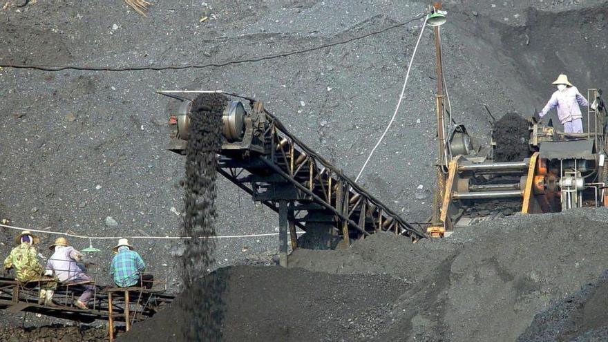 Al menos 12 de los 22 mineros chinos atrapados tras una explosión siguen vivos