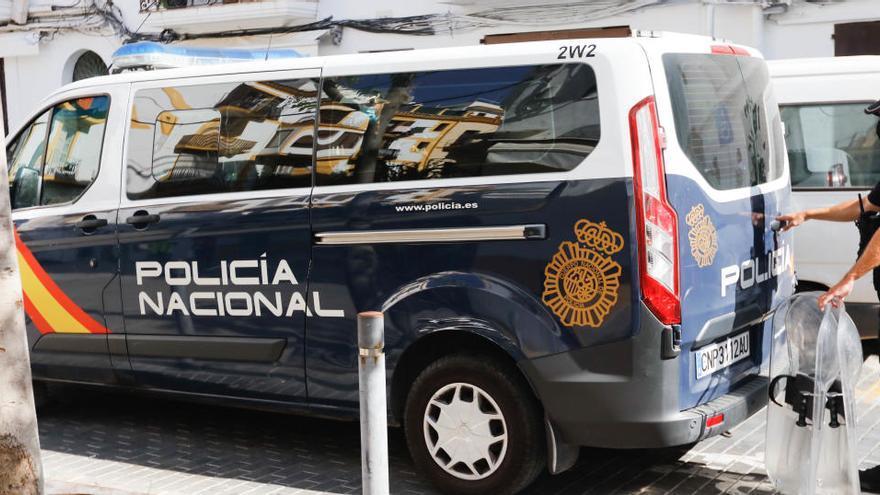 La Policía desmantela una timba ilegal con miles de euros en juego, servicio de manicura y catering en Palma