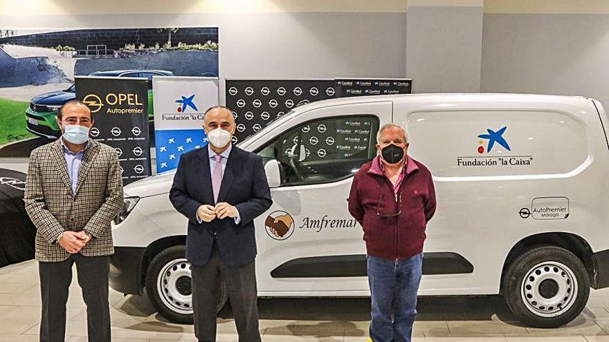 Donación de furgoneta para Amfremar