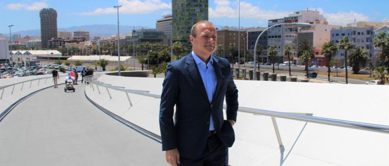 Augusto Hidalgo, alcalde de Las Palmas de Gran Canaria, pasea por la Onda Atlántica. | | LP/DLP