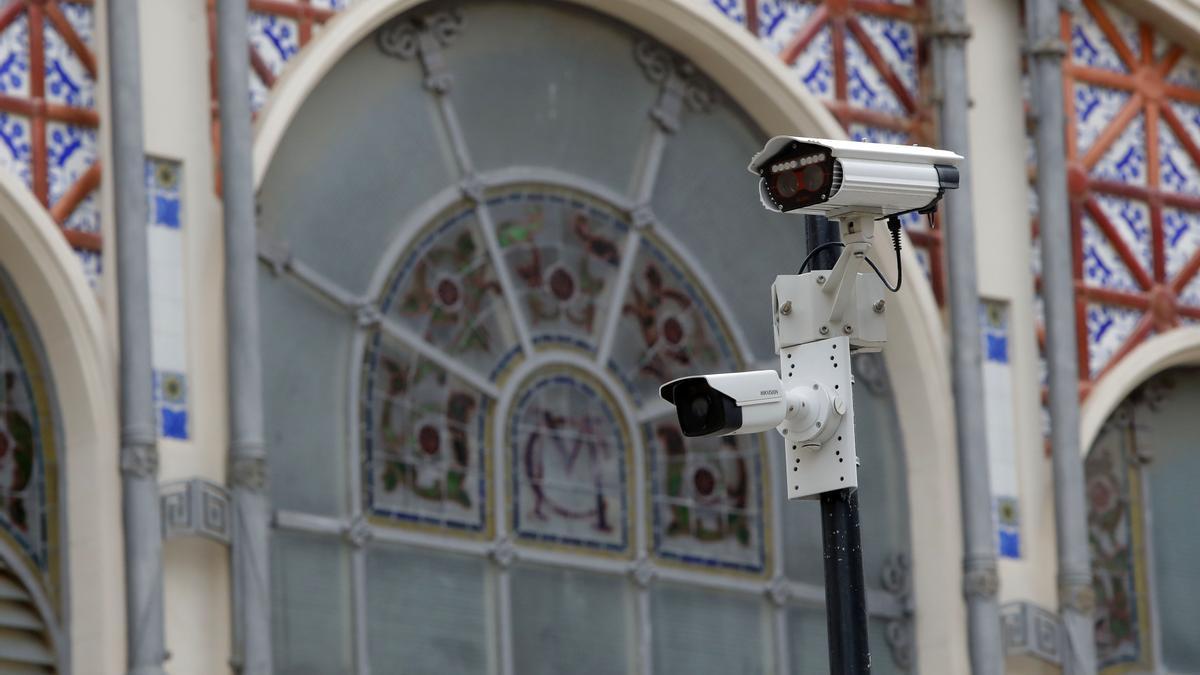 Detalle de una de las cámaras para vigilar el tráfico.