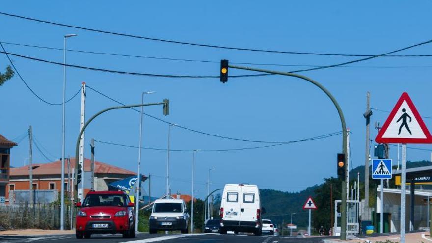 El semáforo de A Pantrigueira seguirá en ámbar hasta septiembre
