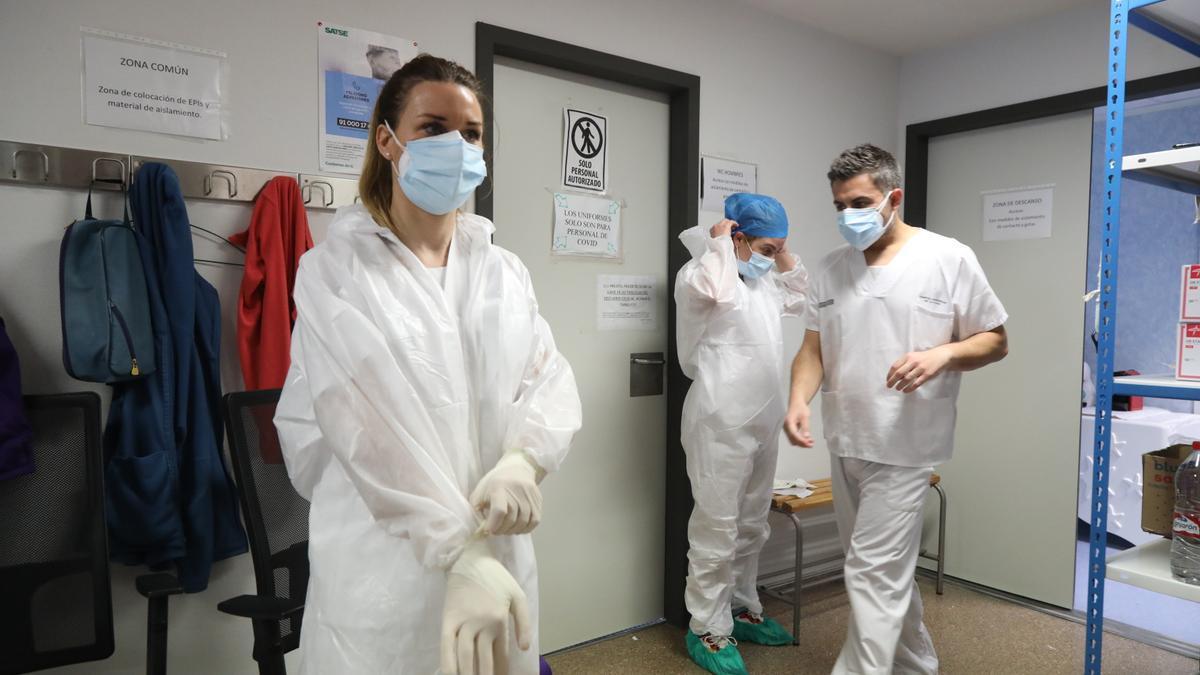 Equipo de la zona covid de Urgencias del Hospital de la Plana.