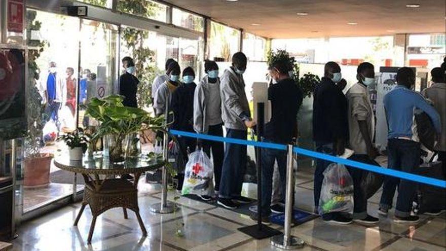 La patronal turística de Las Palmas pide al Gobierno de Sánchez que derive a los migrantes a la Península