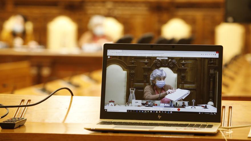 La Alcaldesa frena, con su voto de calidad,  la exigencia de la oposición de consolidar el actual modelo del plan de vías
