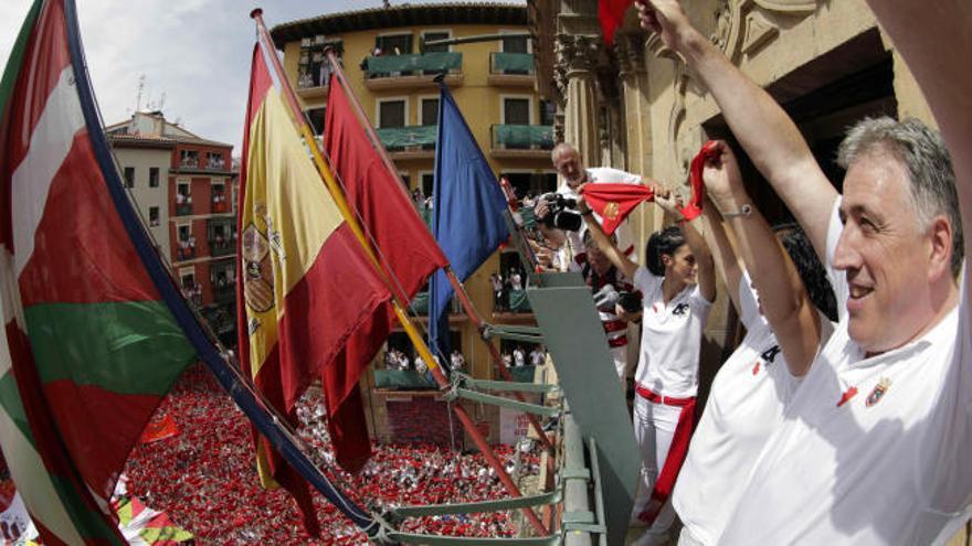 San Fermín 2017: Pamplona coloca la ikurriña en el tradicional chupinazo
