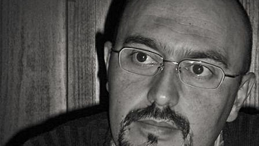 José Payá Beltrán presenta hoy su novela «Un crimen otoñal»