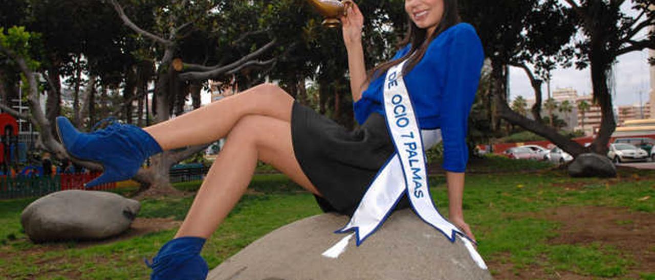 Yanira Falcón, candidata a Reina del Carnaval en representación del Centro Comercial y de Ocio 7 Palmas.