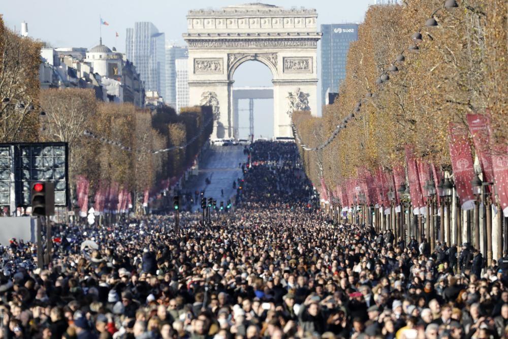 Multitudinario funeral por Johhny Hallyday en París