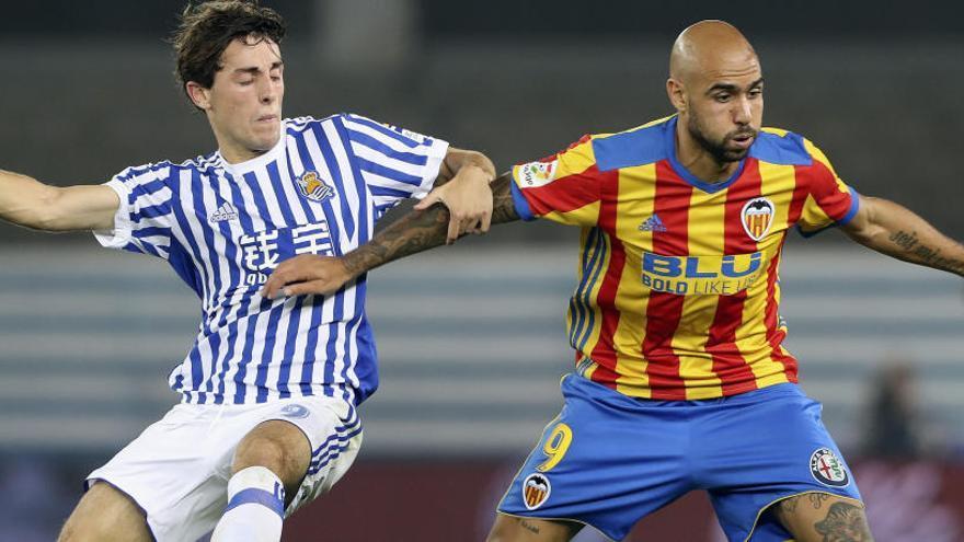 El Valencia gana en Anoeta con un gol en la recta final