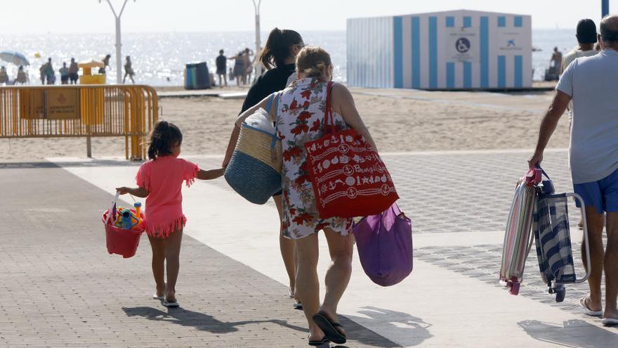 El nuevo contrato de socorrismo amplía el periodo de vigilancia en las playas