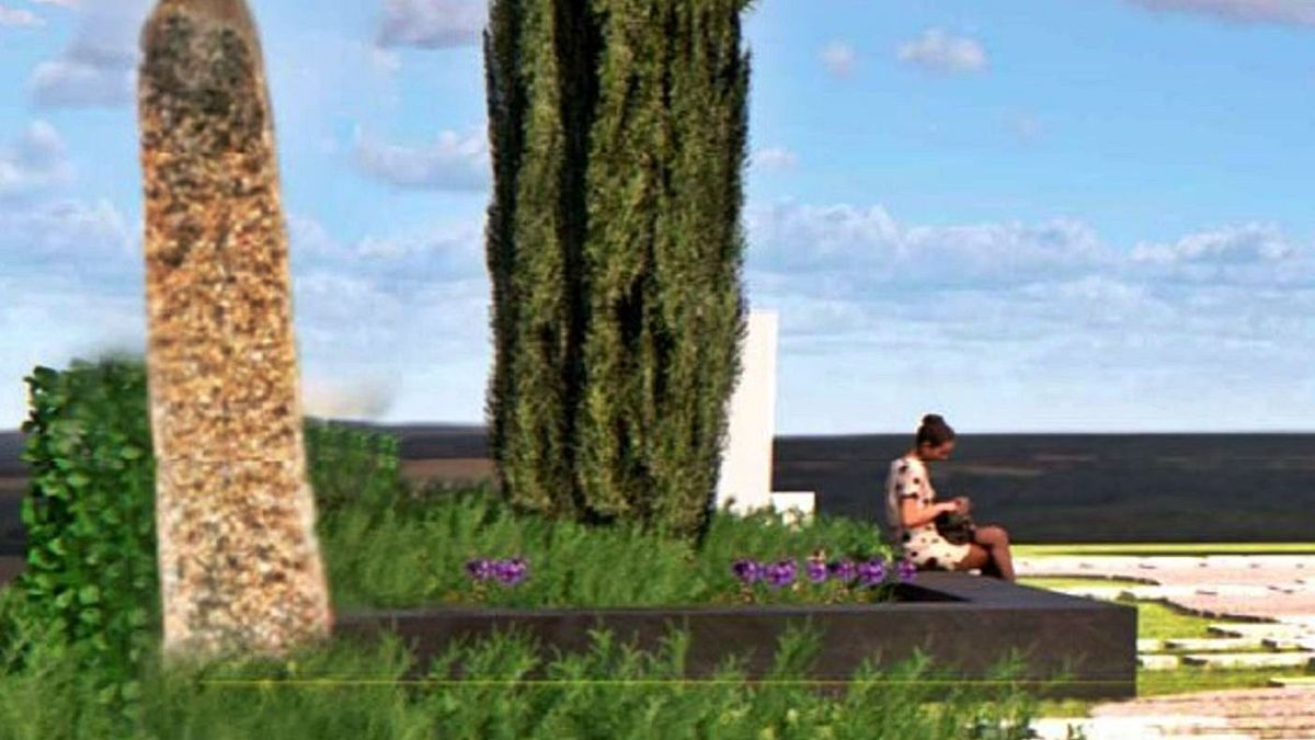 Imagen recreada de la cruz de piedra en la carretera de La Hiniesta, rodeada de vegetación.