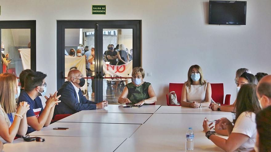 Sanidad cede a la presión de sus socios: recula con la empresa pública para la reversión de Torrevieja