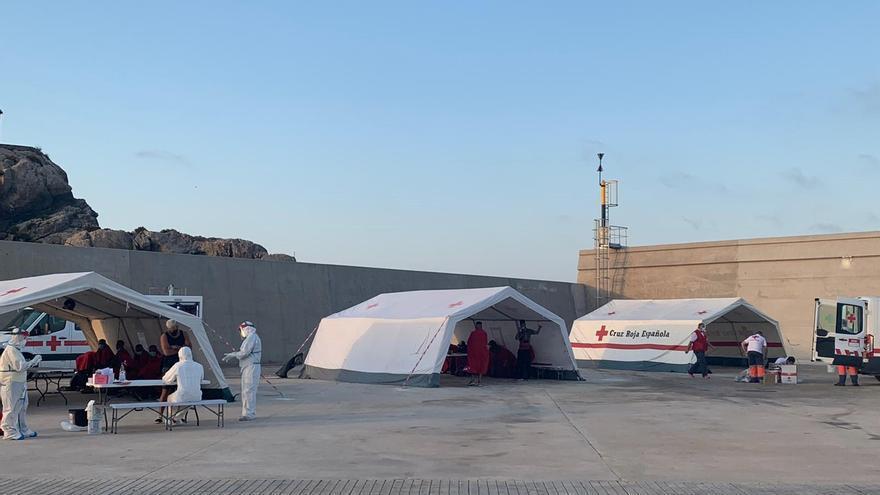 Rescatan a 21 inmigrantes cerca de Mojácar y los trasladan a Escombreras