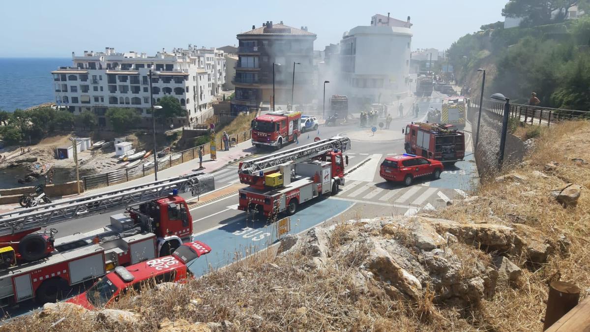 Incendi en un pis de l'Escala