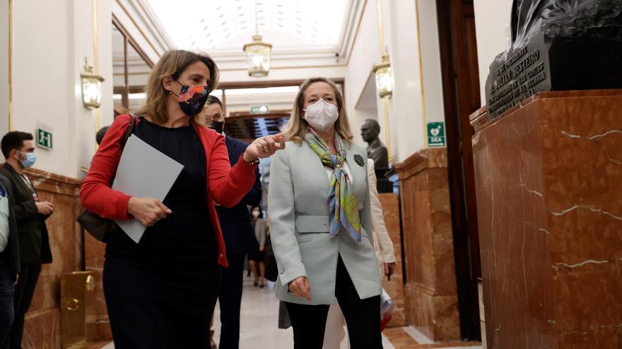 España plantea a la UE desligarse de las reglas sobre el precio de la electricidad y poner tope al del gas