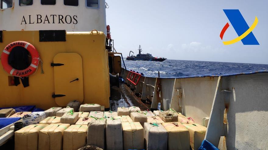 Vigilancia aduanera intercepta el mayor alijo de hachís de nuestro país a bordo de un pesquero rumbo a Canarias