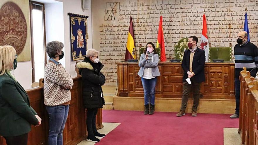 Benavente entrega los premios del concurso de escaparates navideños