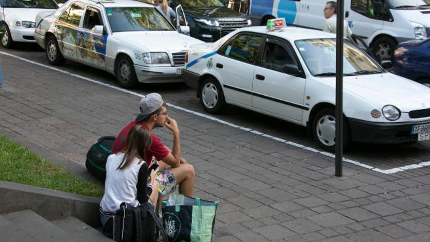 Las tarifas del taxi en Santa Cruz suben a partir del día 30 fuera de la zona centro