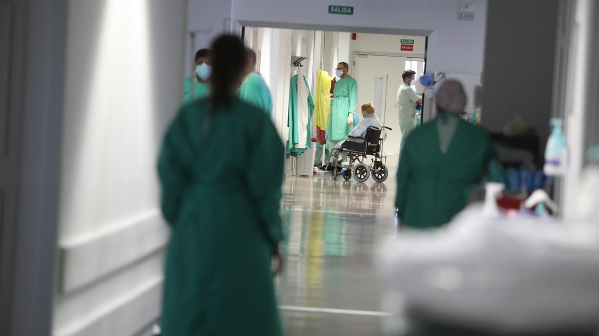 Sanitarios en Urgencias del Hospital del Vinalopó de Elche durante la pandemia